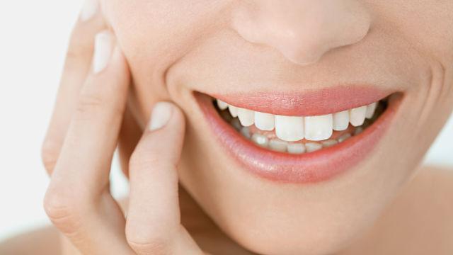 Straszna itajemnicza sprawa wybuchających zębów