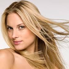 Jak zapanować nad niesfornymi ipuszącymi się włosami? Poznaj długotrwały, profesjonalny zabieg zużyciem X-Tenso Moisturis