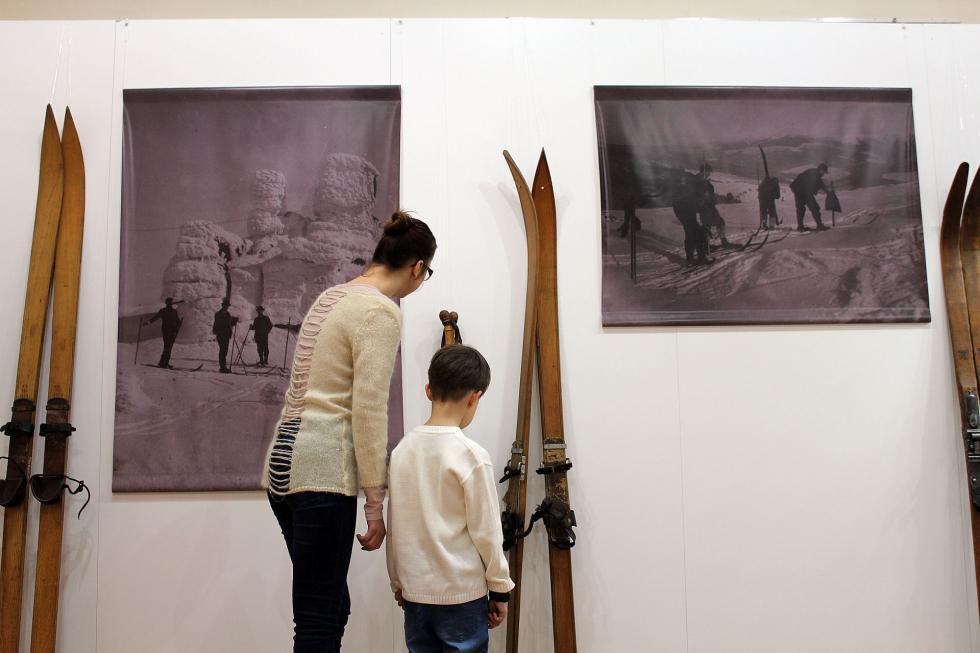 """Wystawa """"Sporty zimowe wKarkonoszach"""" już otwarta"""
